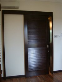 Louvers sliding door